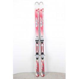 Sjezdové lyže Fischer