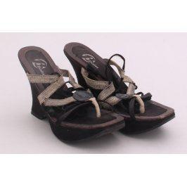 Dámská letní obuv na klínku Baťa