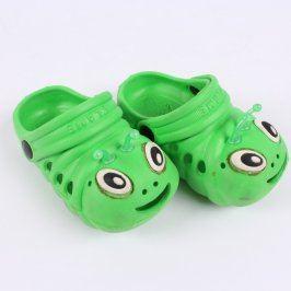 Dětské pantofle Flame zelené motiv housenky