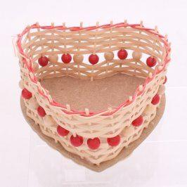 Proutěný malý box s červenými korálky