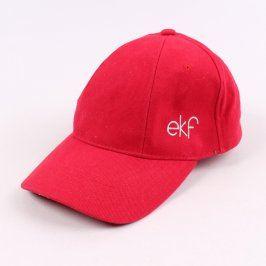 Červená kšiltovka s nápisem EKF