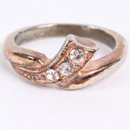 Dámský prsten s bílými kamínky