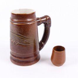 Džbán a kalíšek na pití