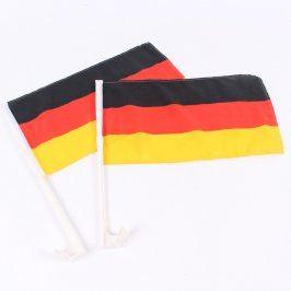 Německé vlajky na tyčce