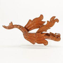 Dřevěná dekorace na zeď ve tvaru draka
