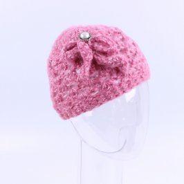 Zimní čepice pletená růžová s květinou
