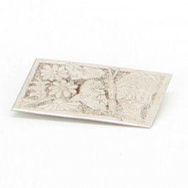 Brož stříbrné barvy s motivem motýla