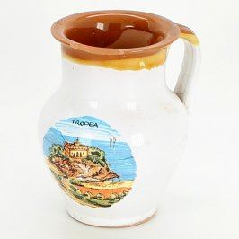 Džbánek s barevným obrázkem města Tropea