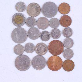 Soubor kovových mincí z různých zemí
