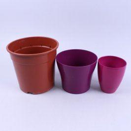 Sada květináčů různých velikostí a materiálů