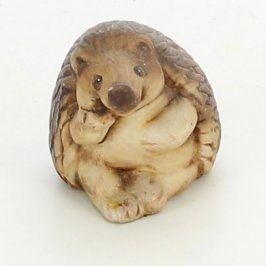 Keramická dekorace sedící ježek