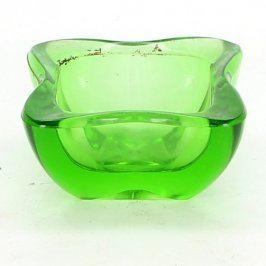 Skleněný popelník zelené barvy