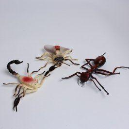 Plastové figurky hmyzu: štír,moucha,mravenec