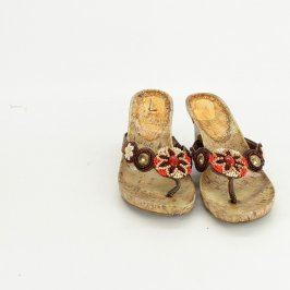 Dámské dřevěné pantofle na klínku