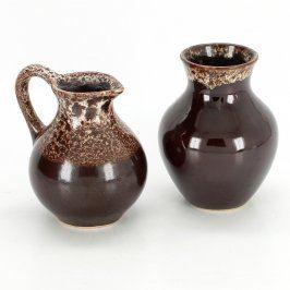 Sada malé vázy a karafy hnědé se vzorem