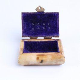 Malá dřevěná šperkovnice