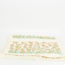Ubrus s květinami 136 x 41 cm