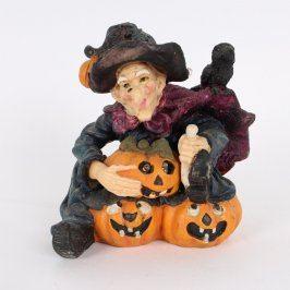Keramická figurka svítící čarodějnice s dýní