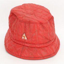 Dámský klobouk červené barvy