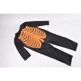 Kostým kostlivce s oranžovým motivem kostí
