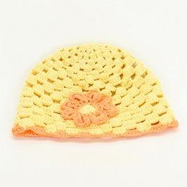 Dětská háčkovaná čepice žluté barvy