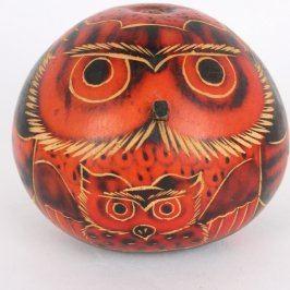 Malovaná hlava sovy na skořápce