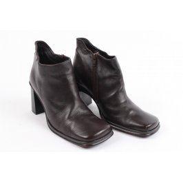 Dámské boty na podpatku černé