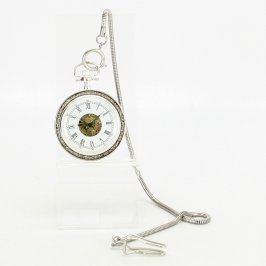 Kapesní hodinky stříbrné barvy