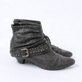 Dámské zimní boty na podpatku černé