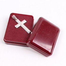 Přívěsek ve tvaru kříže stříbrná barva