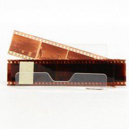 Film s negativy - žena v různém prostředí