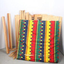 Dětská dřevěná postýlka s barevnou matrací