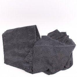 Látka černé barvy s bílými puntíky