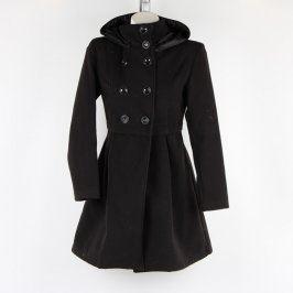 Dámský černý kabát s kapucí