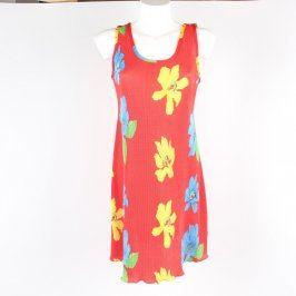 Dívčí šaty odstín červené s květinami