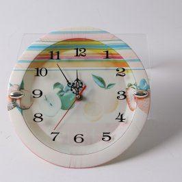 Nástěnné hodiny s dekorací ovoce