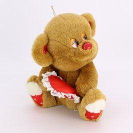 Plyšová hračka sedící medvídek se srdíčkem