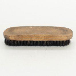 Dřevěný kartáč s černými štětinami
