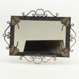 Zrcadlo v kovovém rámu s listy
