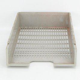 Plastový šuplík šedé barvy