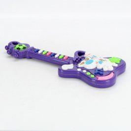 Dětská kytara fialové barvy