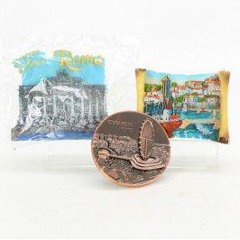 Sada magnetek z různých států Řím a Singapur