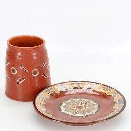 Sada keramického hrnku s talířem