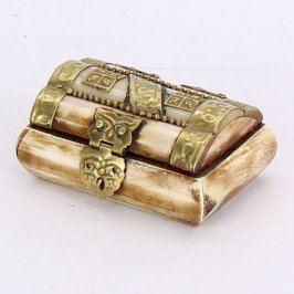 Dřevěná šperkovnice s kovovými prvky