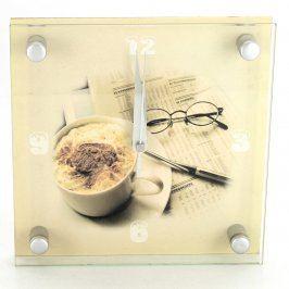 Nástěnné hodiny s motivem kávy a novin