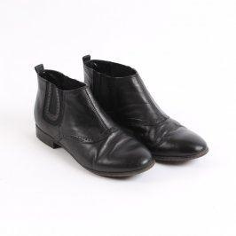 Dámské kotníkové boty na nízkém podpatku
