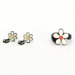 Sada náušnic a prstenu s motivem květiny