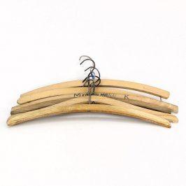Dřevěná ramínka na oblečení