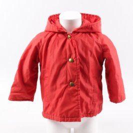 Dětská bunda červené barvy na knoflíky