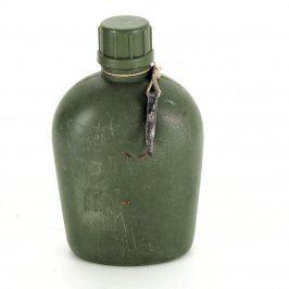Plastová polní lahev čutora zelená